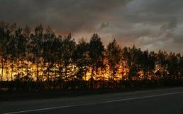 Puesta del sol ardiente Fotos de archivo libres de regalías