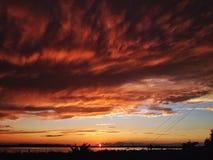Puesta del sol ardiente hermosa Foto de archivo libre de regalías