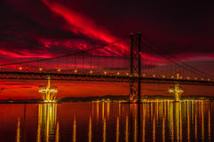 Puesta del sol ardiente sobre adelante el puente del camino Fotos de archivo libres de regalías