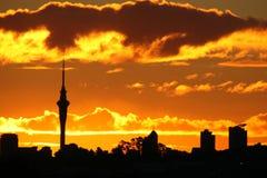 Puesta del sol asombrosa de la torre del cielo Foto de archivo libre de regalías