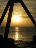 Puesta del sol asombrosa del invierno en la playa de Eastbourne Imágenes de archivo libres de regalías