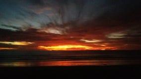 Puesta del sol asombrosa del océano Imagen de archivo libre de regalías