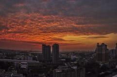 Puesta del sol asombrosa en Bangkok Imagenes de archivo