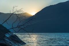 Puesta del sol asombrosa en Dorio, lago Como - Italia Fotos de archivo libres de regalías