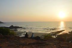 Puesta del sol asombrosa en el Mar Arábigo en la playa de Vagator Fotografía de archivo libre de regalías