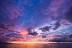 Puesta del sol asombrosa en Hawaii imágenes de archivo libres de regalías