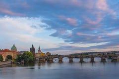 Puesta del sol asombrosa en Praga Fotografía de archivo libre de regalías