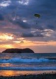 Puesta del sol asombrosa - Manuel Antonio, Costa Rica Imagen de archivo