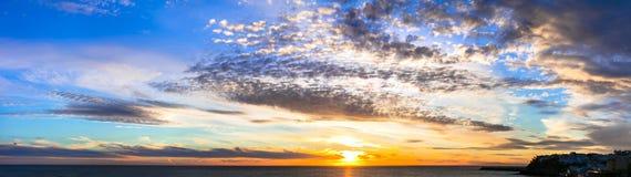 Puesta del sol asombrosa sobre el mar Fuerteventura, Morro Jable Islas Canarias imagen de archivo libre de regalías