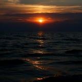 Puesta del sol asombrosa sobre el Mar Negro Foto de archivo