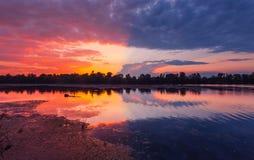 Puesta del sol asombroso colorida Fotografía de archivo libre de regalías