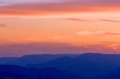 Puesta del sol azul de las montañas Fotografía de archivo libre de regalías
