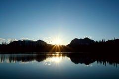 Puesta del sol azul en los Rockies Fotos de archivo