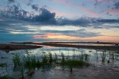Puesta del sol azul hermosa en Kalajoki Fotos de archivo libres de regalías
