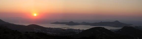 Puesta del sol, bahía de Bodrum Foto de archivo