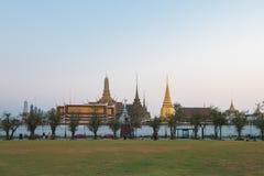 Puesta del sol Bangkok, Tailandia de Wat Phra Kaew Imágenes de archivo libres de regalías