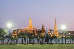 Puesta del sol Bangkok, Tailandia de Wat Phra Kaew Fotografía de archivo libre de regalías