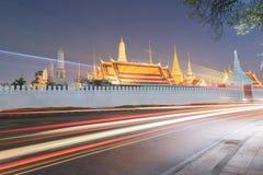 Puesta del sol Bangkok, Tailandia de Wat Phra Kaew Imagen de archivo