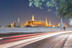Puesta del sol Bangkok, Tailandia de Wat Phra Kaew Foto de archivo
