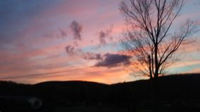 Puesta del sol bonita en un día de primavera temprano imágenes de archivo libres de regalías