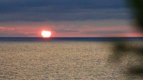 Puesta del sol brillante imagen de archivo