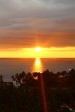 Puesta del sol brillante en el Océano Índico Foto de archivo