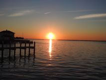 Puesta del sol brillante sobre la bahía de Barneget Fotografía de archivo libre de regalías