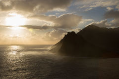 Puesta del sol brumosa de la montaña Fotos de archivo libres de regalías