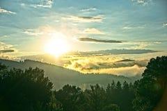 Puesta del sol brumosa después de la lluvia Imagenes de archivo