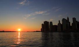 Puesta del sol céntrica de Nueva York Manhattan Foto de archivo libre de regalías