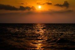 Puesta del sol caliente tranquila del océano Imagen de archivo