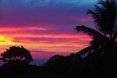 Puesta del sol del Caribe sobre la pequeña ciudad Sosua Foto de archivo libre de regalías