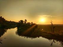 Puesta del sol cerca del lago Foto de archivo