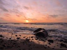 Puesta del sol cerca del mar Báltico, Lituania fotos de archivo libres de regalías