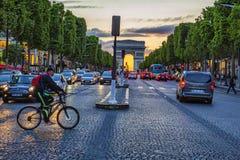 Puesta del sol Champs-Elysees fotos de archivo libres de regalías