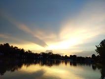 Puesta del sol del cielo fotografía de archivo