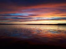 Puesta del sol coloreada majestuosa imágenes de archivo libres de regalías