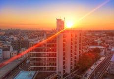 Puesta del sol colorida asombrosa sobre Tokio, Japón imagen de archivo