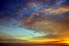 Puesta del sol colorida de la playa Imagen de archivo libre de regalías