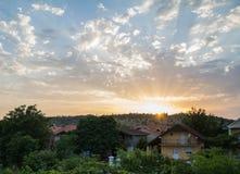 Puesta del sol colorida de la vecindad Foto de archivo