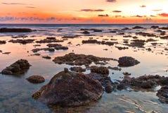 Puesta del sol colorida de Nai Harn Beach Fotos de archivo libres de regalías