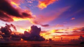 Puesta del sol colorida del cielo Imágenes de archivo libres de regalías