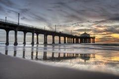 Puesta del sol colorida del embarcadero de Manhattan Beach Fotos de archivo libres de regalías