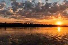 Puesta del sol colorida del delta salvaje de Danubio fotos de archivo libres de regalías