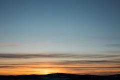 Puesta del sol colorida en día de invierno en Urales, Rusia Foto de archivo libre de regalías