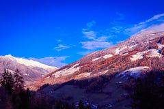 Puesta del sol colorida en el Valle Aurina Fotos de archivo libres de regalías