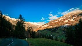Puesta del sol colorida en el Valle Aurina Fotos de archivo