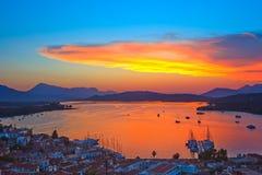 Puesta del sol colorida en Grecia imagen de archivo