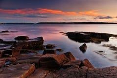 Puesta del sol colorida en la costa de Maine Imagen de archivo