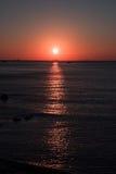 Puesta del sol colorida en la costa del mar del sur de China Fotos de archivo libres de regalías